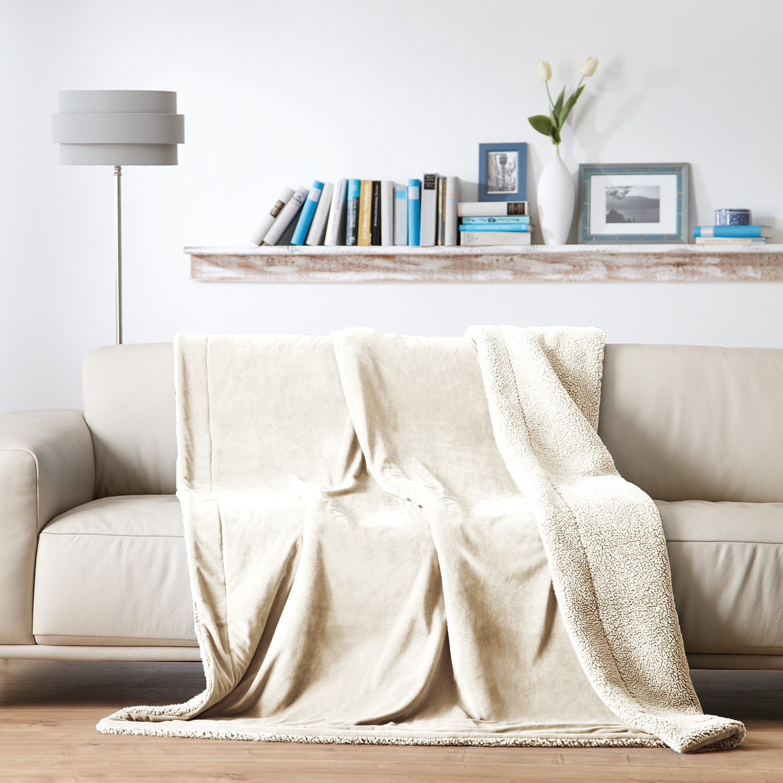 Wohndecken und Kissen - Gözze Luxus Wohndecke Samt Velours, Rückseite mit kuscheliger Schaffell Optik 150x200 wollweiß  - Onlineshop PremiumShop321