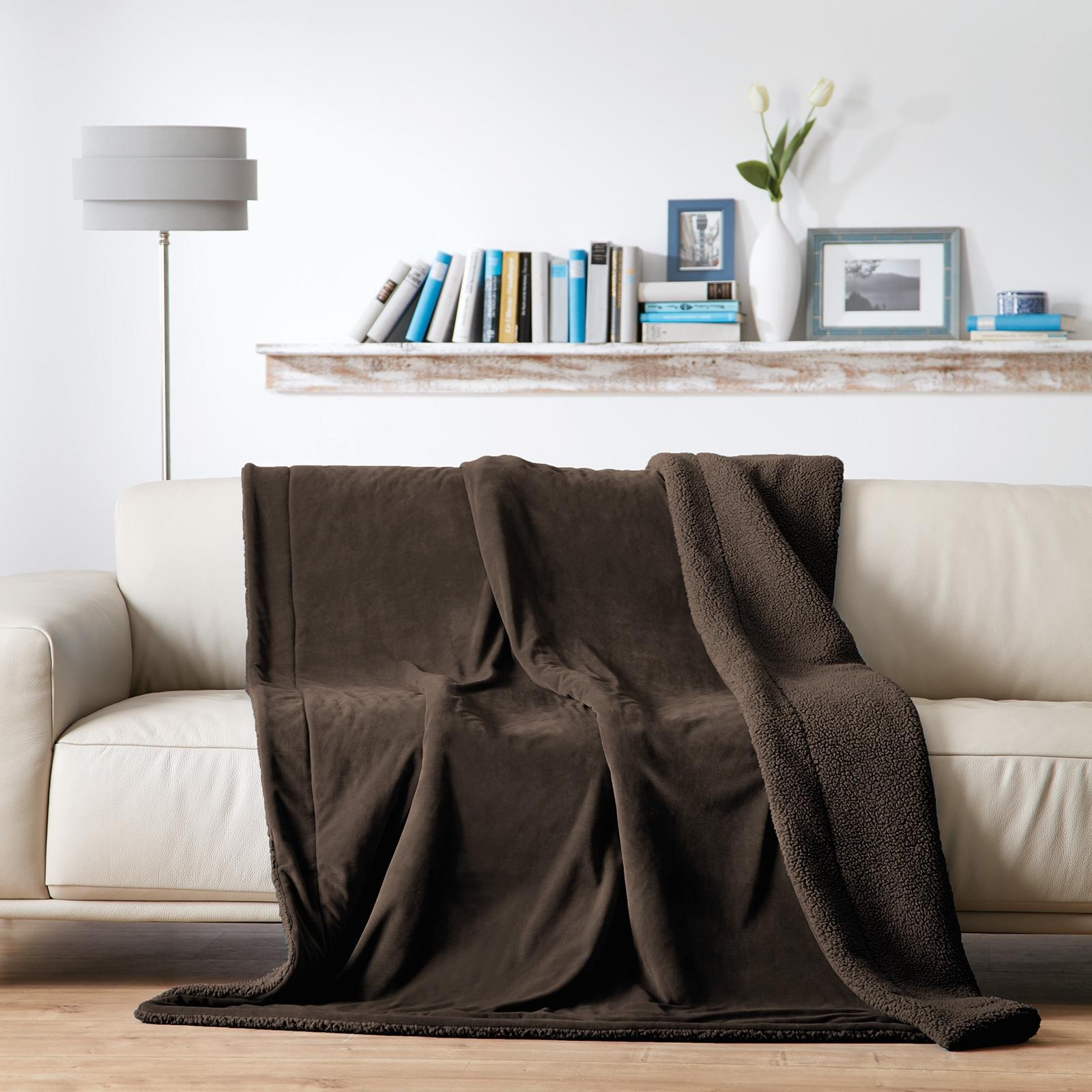 Wohndecken und Kissen - Gözze Luxus Wohndecke Samt Velours, Rückseite mit kuscheliger Schaffell Optik 150x200 dunkelbraun  - Onlineshop PremiumShop321