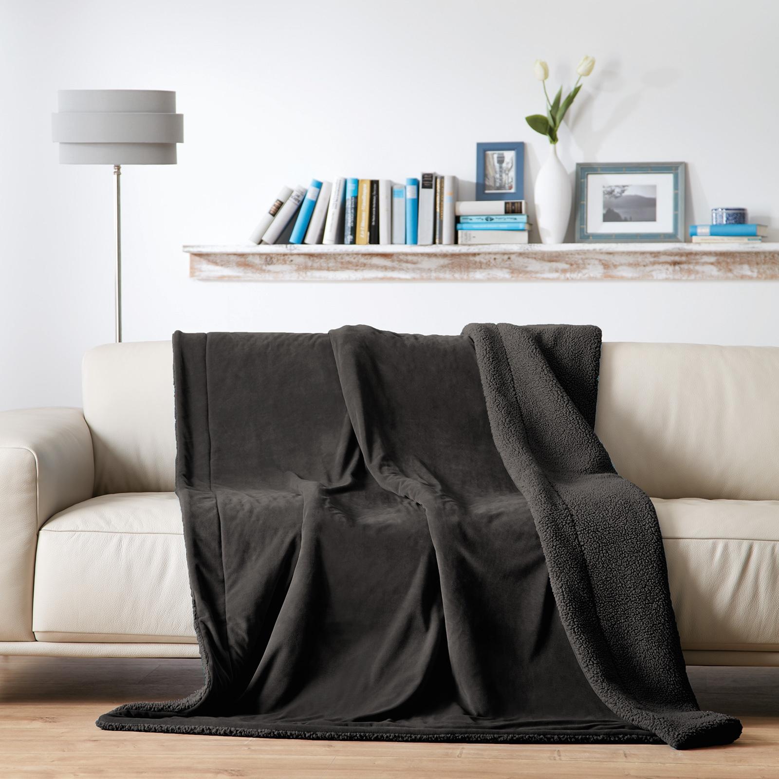 Wohndecken und Kissen - Gözze Luxus Wohndecke Samt Velours, Rückseite mit kuscheliger Schaffell Optik 150x200 anthrazit  - Onlineshop PremiumShop321