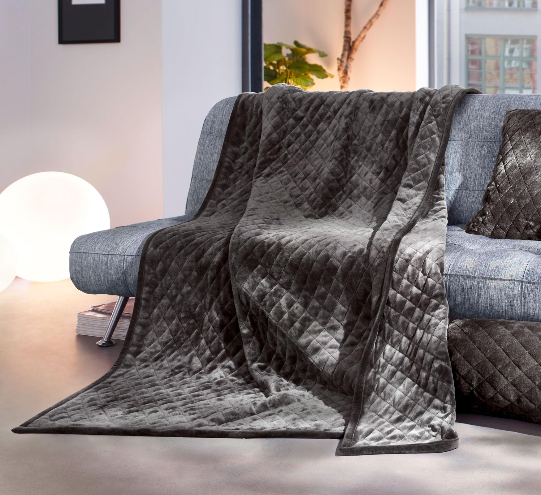 Wohndecken und Kissen - Gözze Wohndecke gesteppt 150x200 taupe Duftset  - Onlineshop PremiumShop321