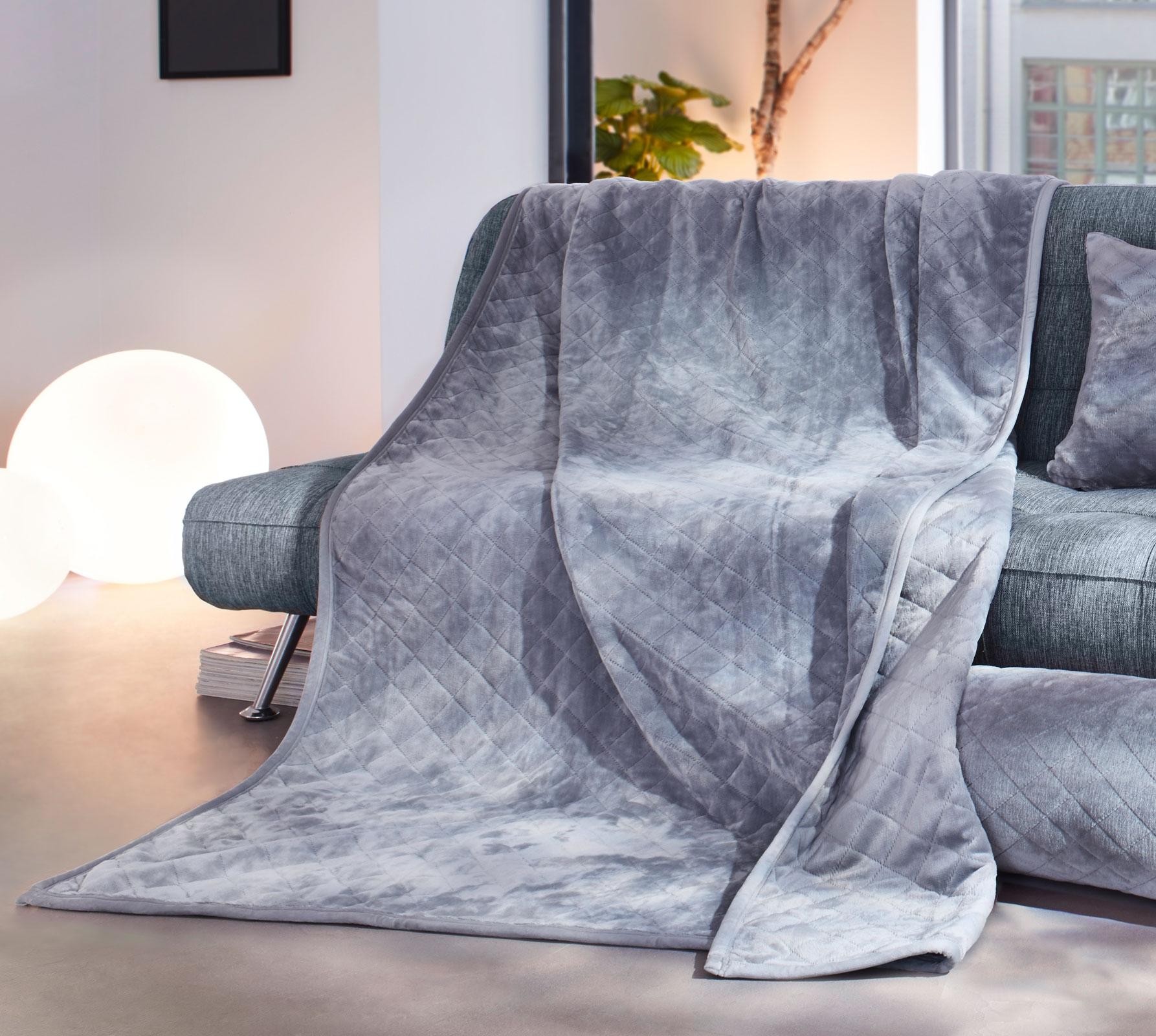 Wohndecken und Kissen - Gözze Wohndecke gesteppt 150x200 silber Duftset  - Onlineshop PremiumShop321