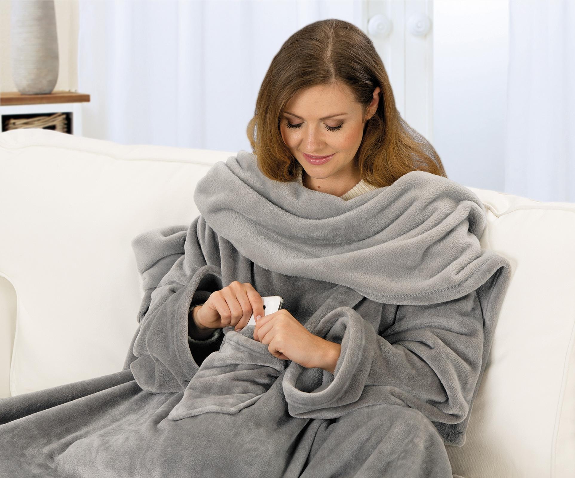Wohndecken und Kissen - Gözze Premium Kuscheldecke mit Ärmel in Komfortgröße 150 x 240 cm Ärmeldecke mit Brusttasche  - Onlineshop PremiumShop321