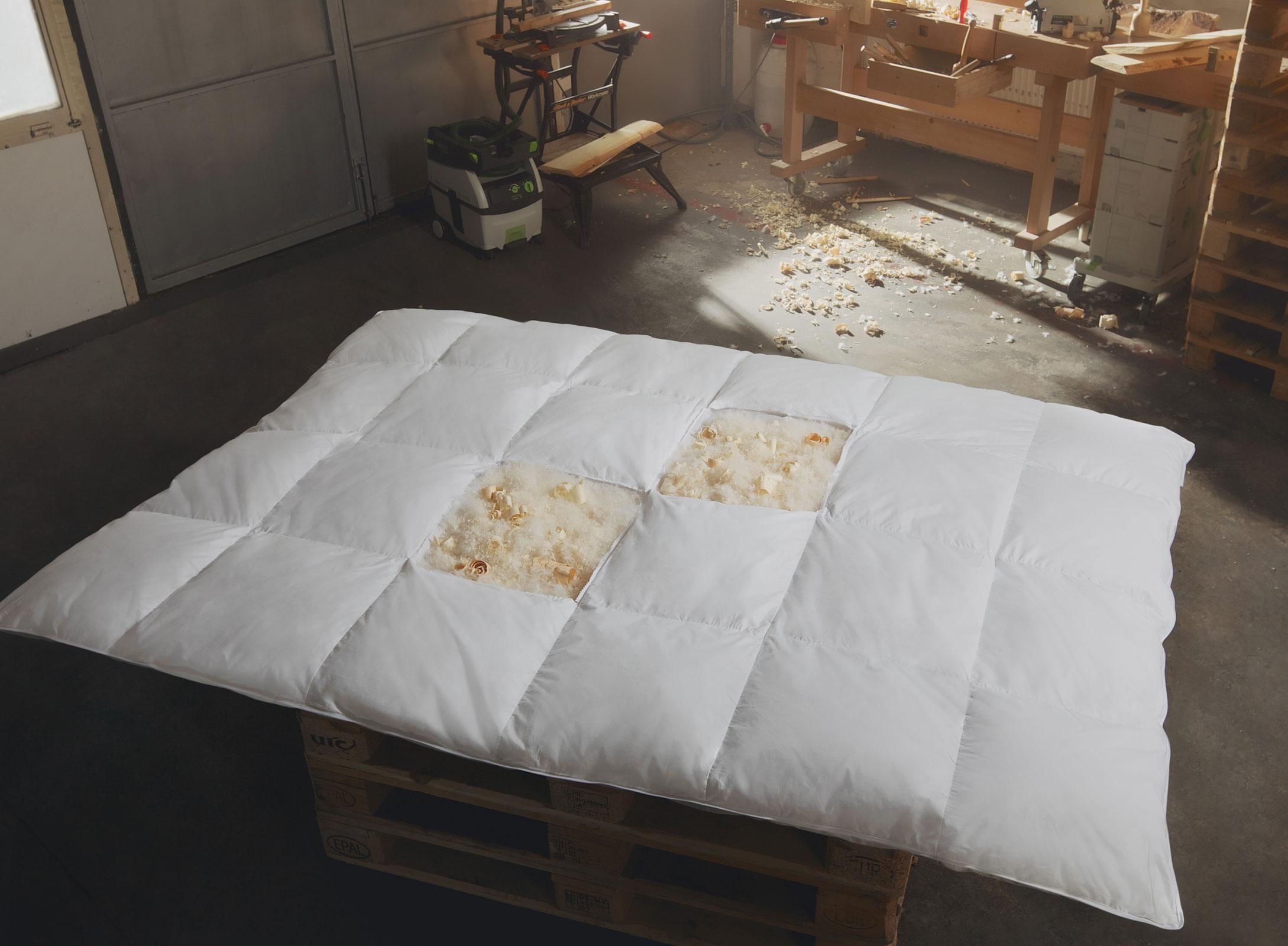 Bettdecken und Kopfkissen - Zirben Daunen Bettdecke Ganzjahresbett leicht 200x200 Hermetic® Zirbe  - Onlineshop PremiumShop321