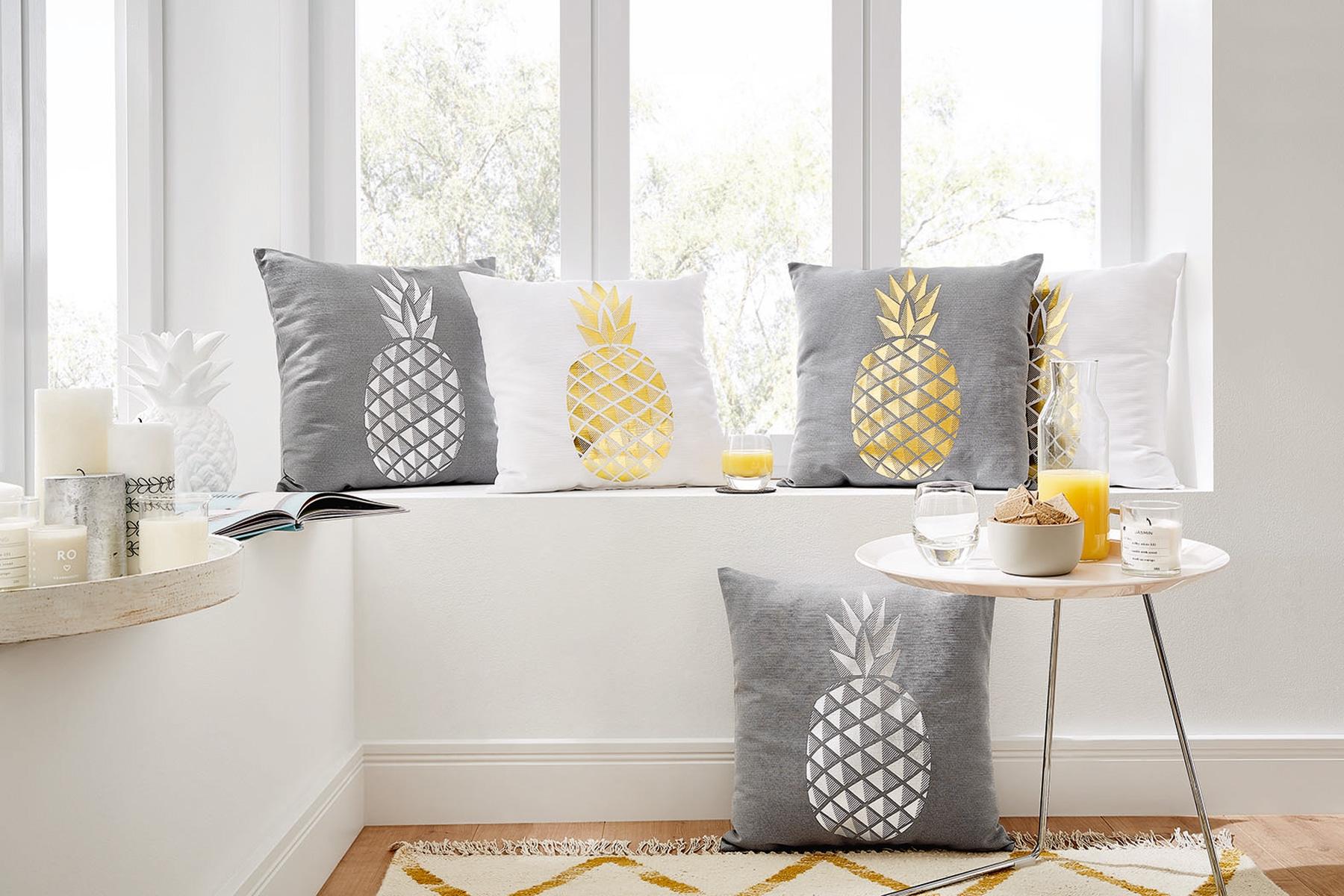 Wohndecken und Kissen - Sun Garden Dekokissen Kuschelkissen Ananas 45x45 cm gefüllt  - Onlineshop PremiumShop321
